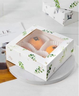 Коробка с принтом и окошком